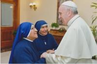 Schwestern mit dem Papst